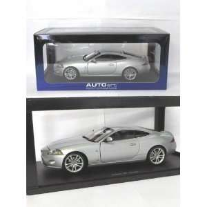 2006 Jaguar XK Coupe diecast model car 118 scale die cast