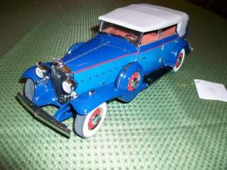 1932 BLUE CADILLAC V 16 SPORT PHAETON Die Cast Car Franklin Mint 124