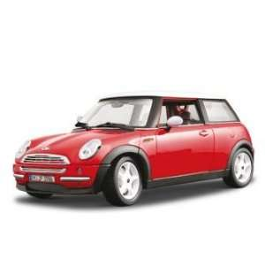 Bburago 2011 Gold 118 Scale Red Mini Cooper (2001) Toys & Games